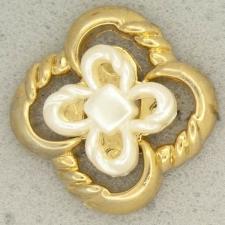 Ref001281 Botón Cuadrado, Flor en colores dorado y blanco